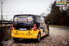 studio-ales-car-wrap-polep-aut-design-real-geek-peugeot-traveller-reklama-na-auto-2-scaled