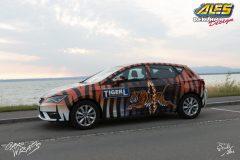 studio-ales-car-wrap-polep-aut-design-seat-leon-celopolep-autoskola-fahrschule-tiger-2-scaled